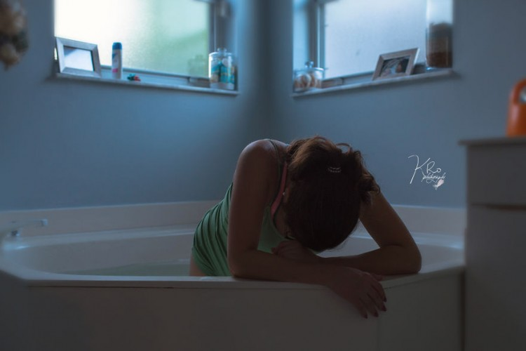 South-Florida-Photographer-Captures-All-Natural-Home-Water-Birth__880